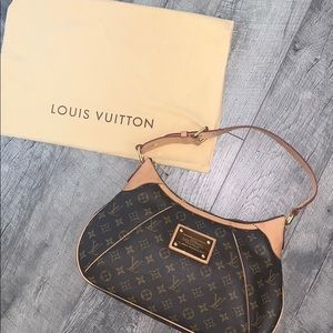 Louis Vuitton Monogram Thames GM Shoulder Bag!